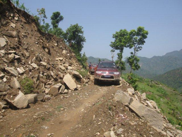Ambassador's motorcade heading to Dharapani School
